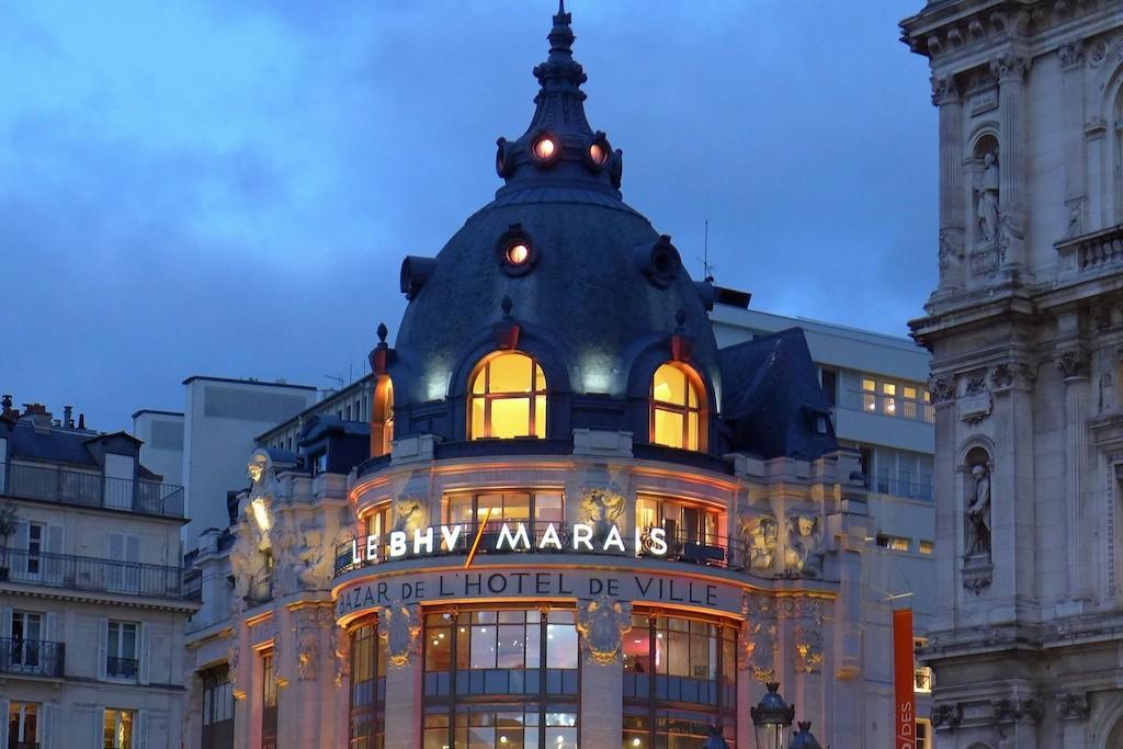 Le BHV Marais from the Place de l'Hôtel de Ville