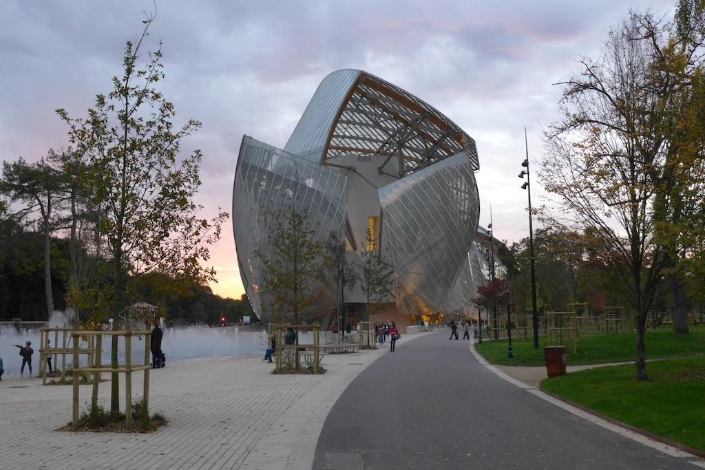 The Fondation Louis Vuitton emerging from the trees