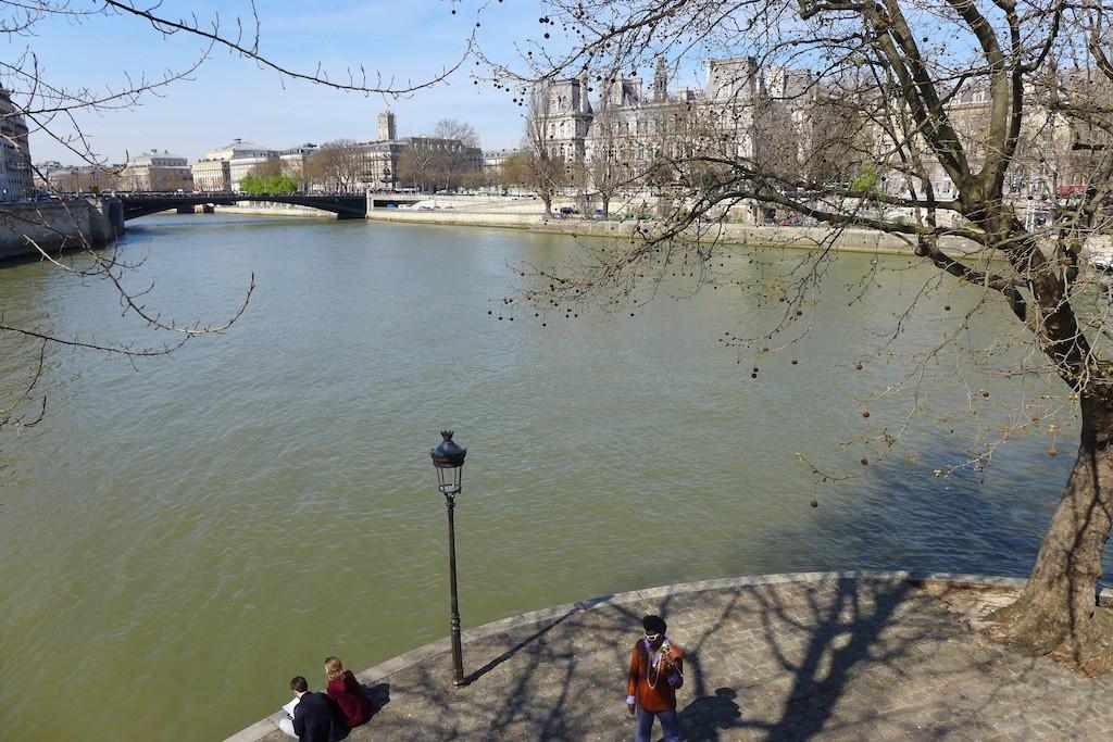 Ile saint louis Paris-View on the Hotel de ville
