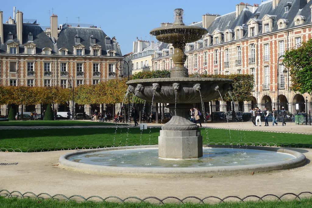 Place des Vosges-Paris-Marais