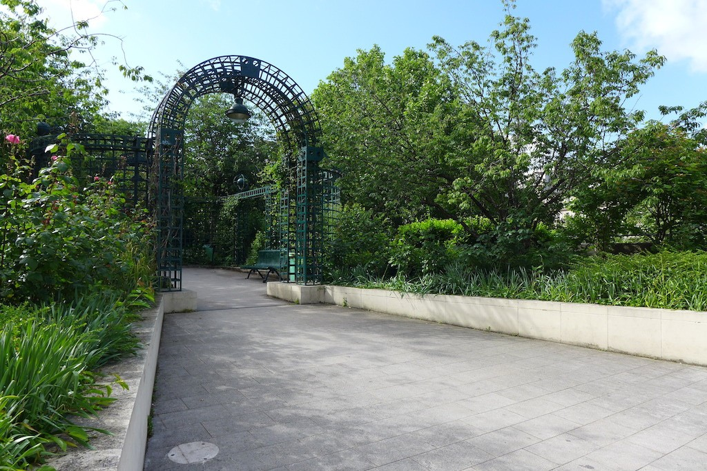 Promenade plantee Paris-Viaduc des Arts-entrance
