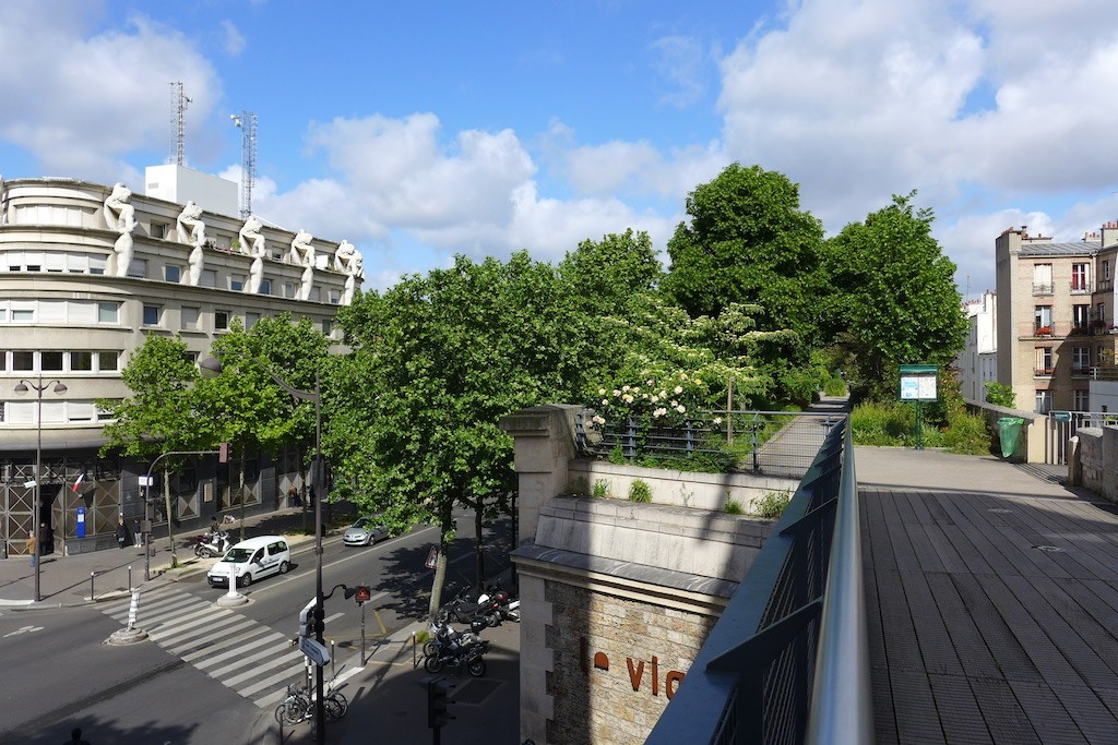 Promenade plantee Paris-Viaduc des Arts-view on the city