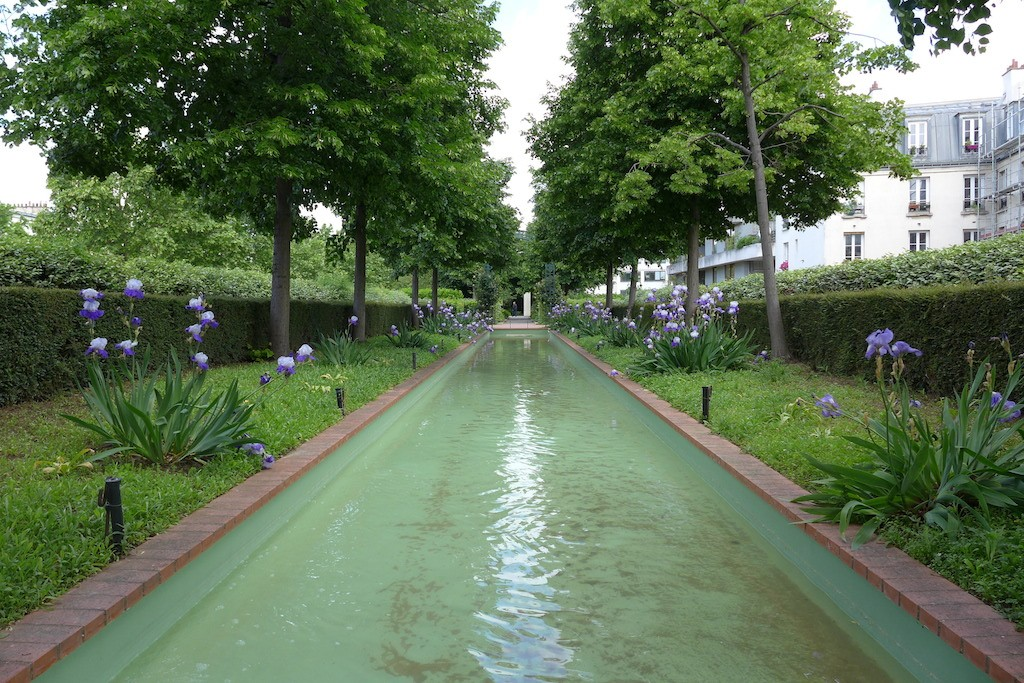 Promenade Plantee - Paris - A pool in the middle of the path