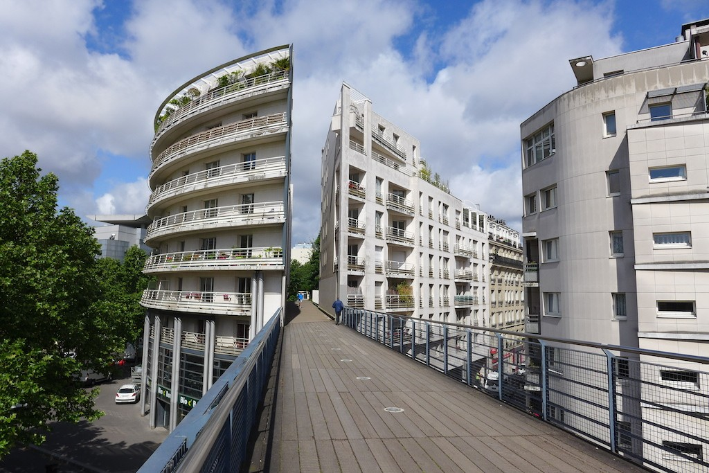 Promenade plantee Paris-building on the Viaduc des Arts