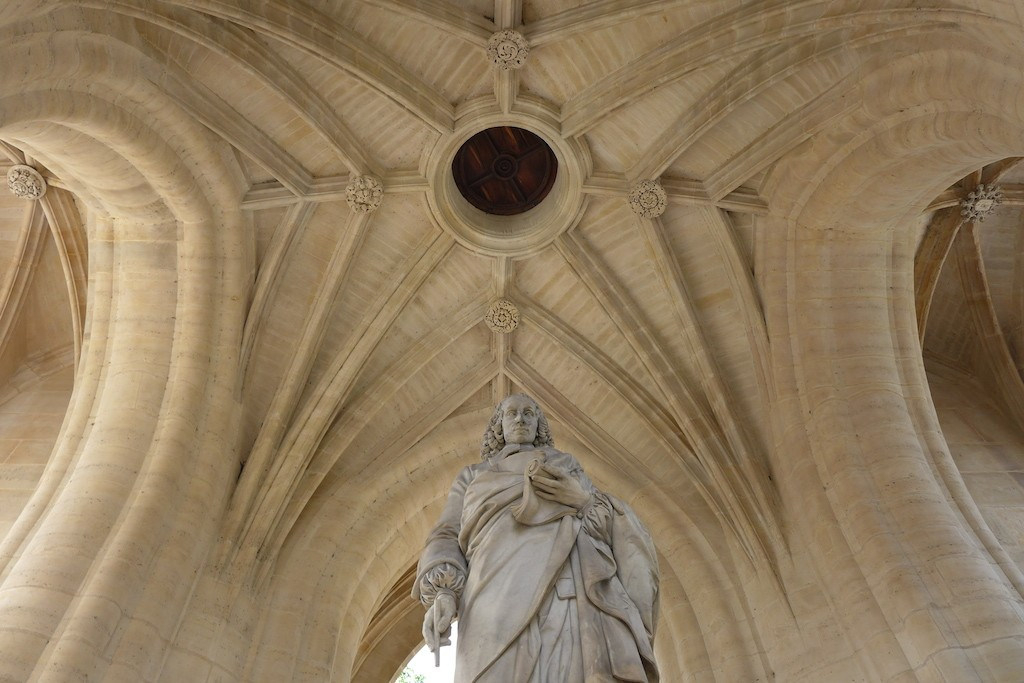 Statue of Blaise Pascal at the base of the Tour saint Jacques