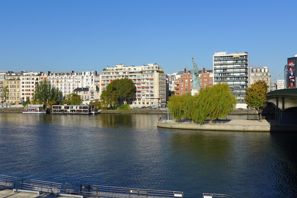 Beaugrenelle Paris-The Seine river nearby