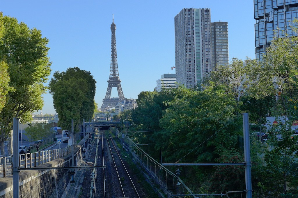 Beaugrenelle Paris-The front de Seine and the Eiffel Tower