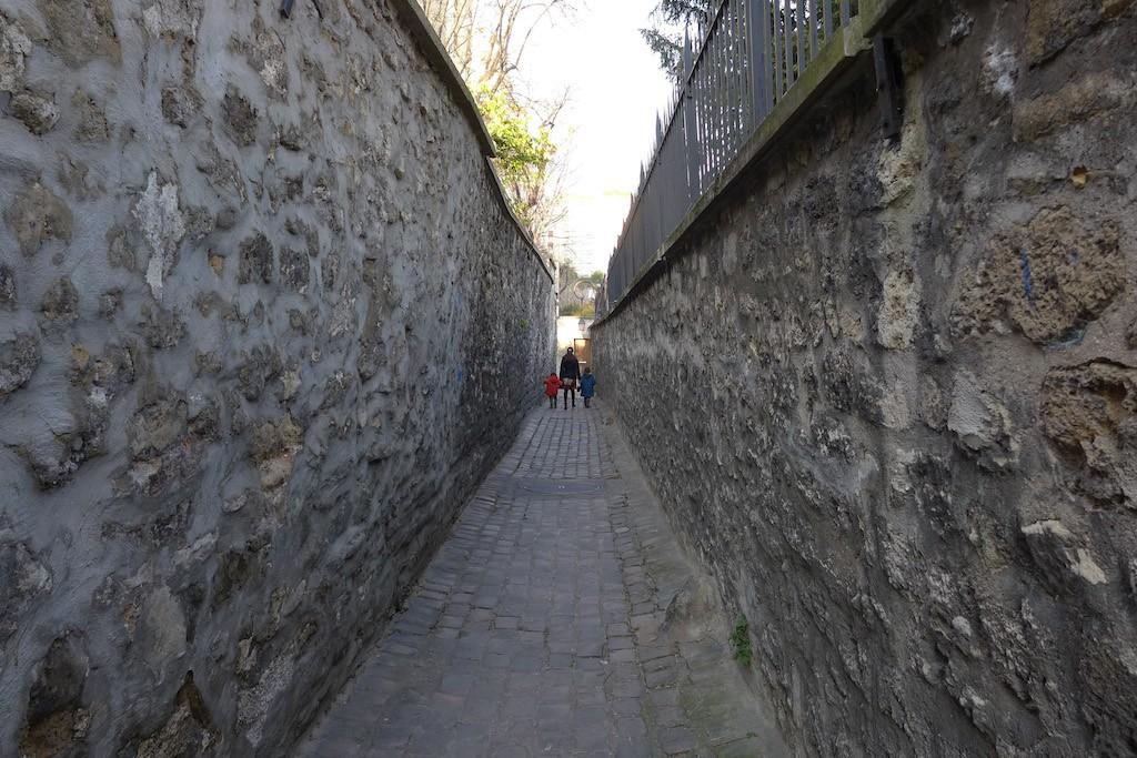Exploring Passy-Paris-Children rue Berton