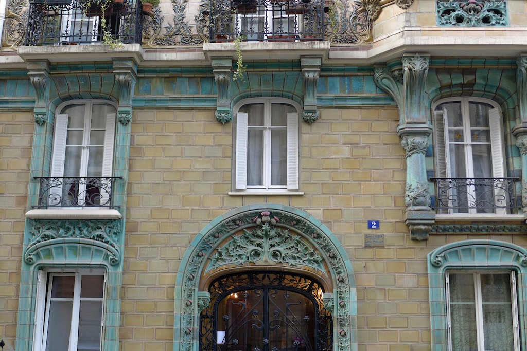 Exploring Passy-Paris-building art nouveau