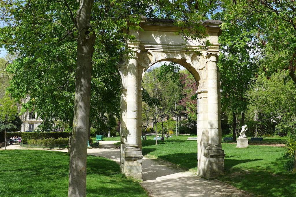 Parc Monceau Paris - Doorway of the former City Hall