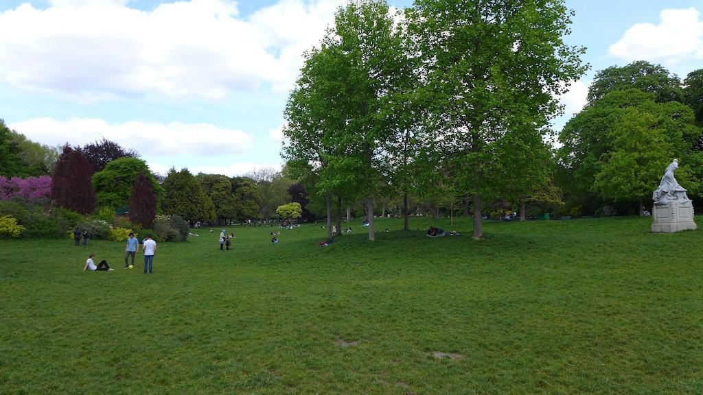 Parc Monceau Paris - Main Lawn