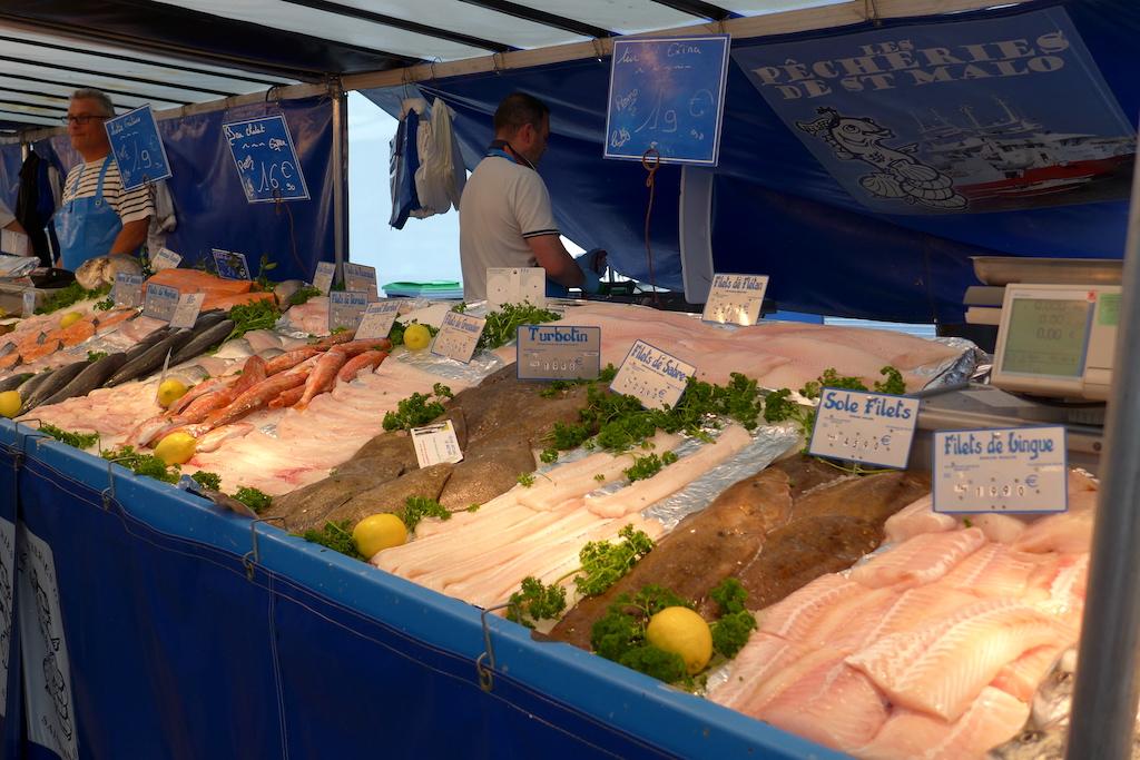 Marche-Saxe-Breteuil-Paris-Fishmonger's