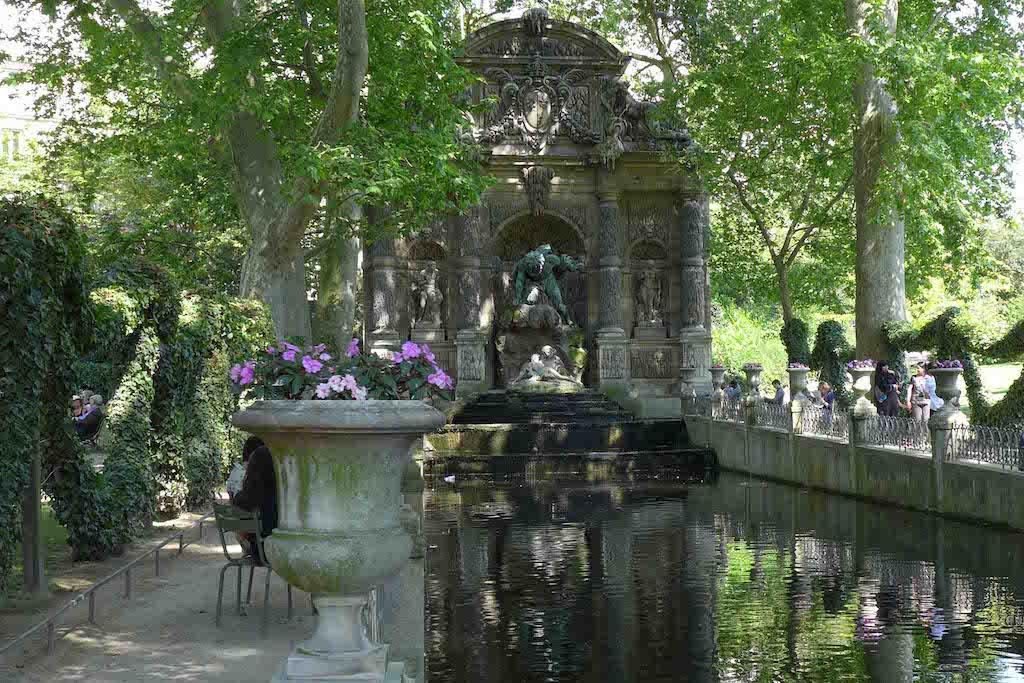 Fountains Paris-fontaine medicis-02