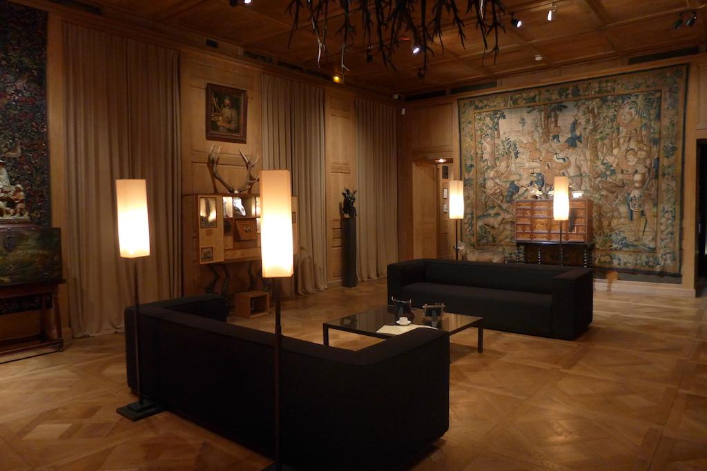 Musee de la chasse et de la nature - Inside the Museum