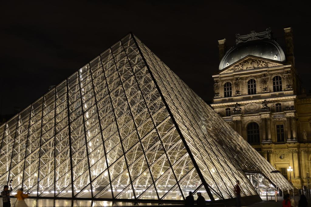 Musée du Louvre - The Pyramid