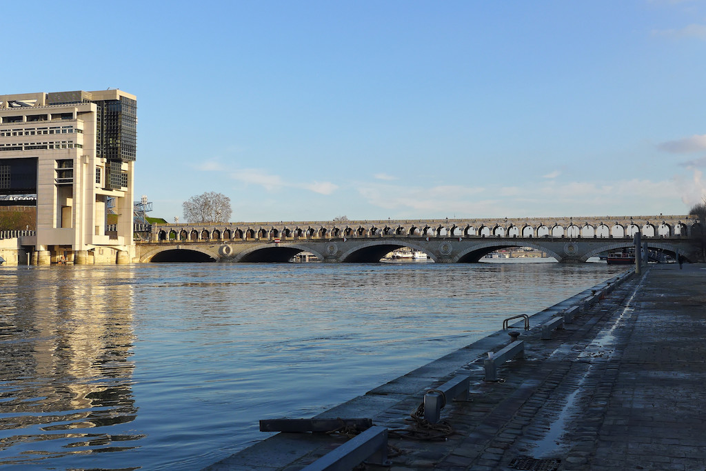 The Pont de Bercy: for both cars and metro