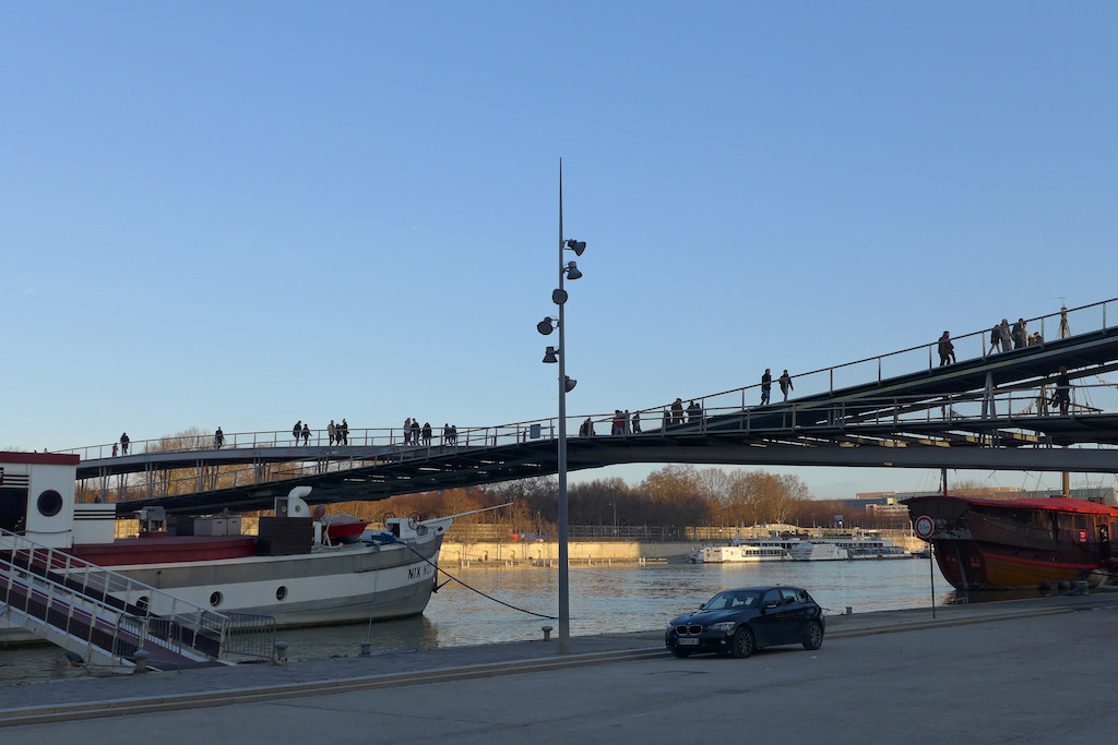The Passerelle Simone de Beauvoir: Only for Pedestrians and Cyclists