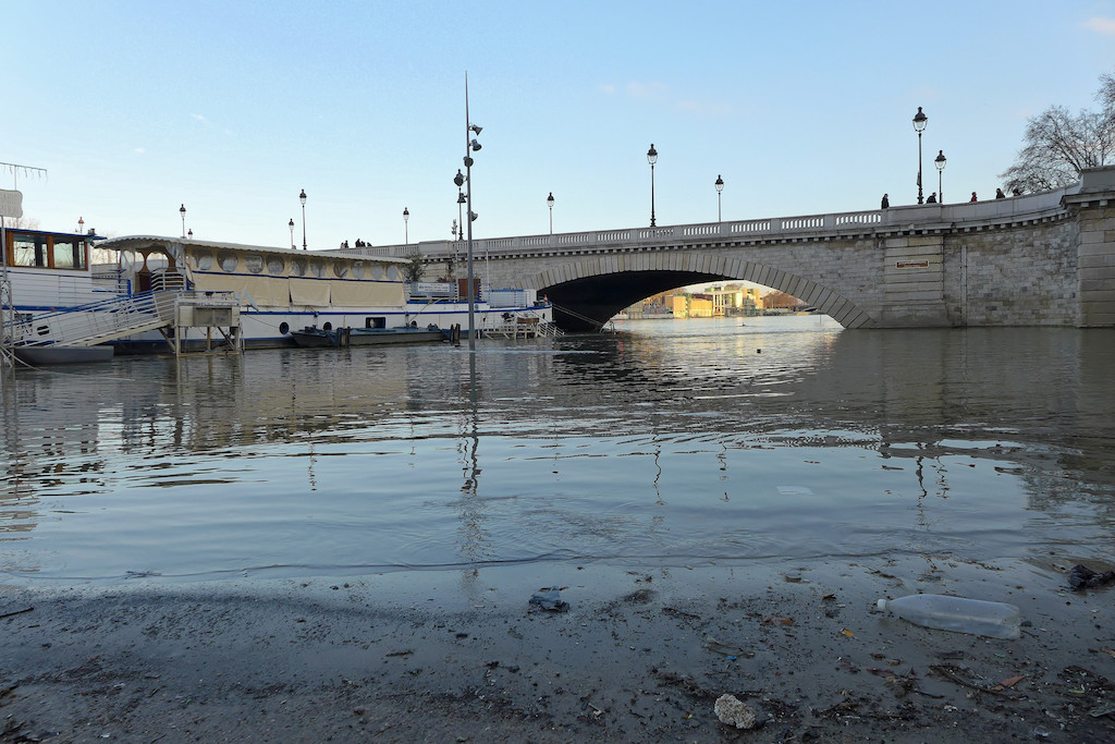 When the Seine level drops under the Pont de Tolbiac